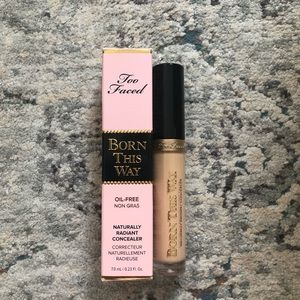 Too Faced Born this Way Naturaly Radiant Concealer